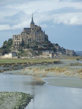 Le Mont-Saint-Michel-vue depuis le nouveau barrage sur le Couesnon
