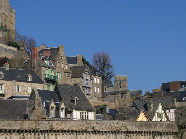 Le Mont-Saint-Michel-le village et les remparts